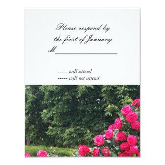 赤いバラのスワッグRSVPの応答カード カード