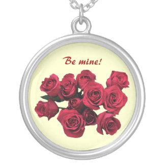 赤いバラのバレンタイン シルバープレートネックレス