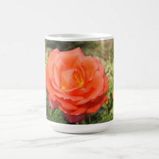 赤いバラのマグ-スタイルを選んで下さい及び色は、カスタマイズ コーヒーマグカップ