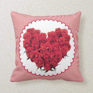 赤いバラの花の枕ハート クッション