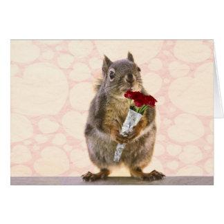 赤いバラの花束を持つリス カード