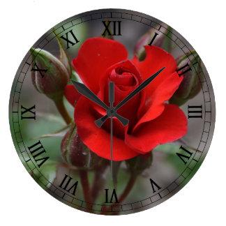 赤いバラの芽 ラージ壁時計
