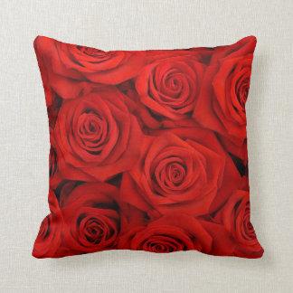 赤いバラの装飾用クッション クッション