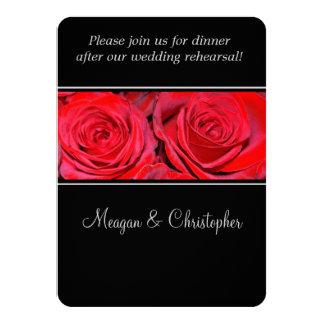 赤いバラの黒の銀製結婚式のリハーサルの夕食 カード