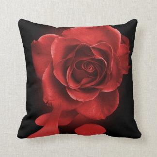 赤いバラを絵を描きます クッション
