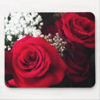 赤いバラ及びベビーの呼吸オフィスの花束のマウスパッド マウスパッド