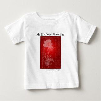 赤いバラ私の最初バレンタインデー ベビーTシャツ