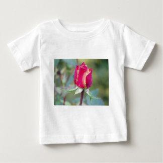 赤いバラ ベビーTシャツ