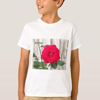 赤いバラ Tシャツ