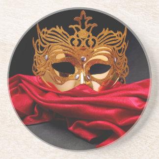 赤いビロードの仮面舞踏会のための飾られたマスク コースター