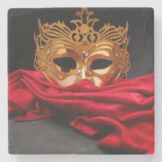 赤いビロードの仮面舞踏会のための飾られたマスク ストーンコースター