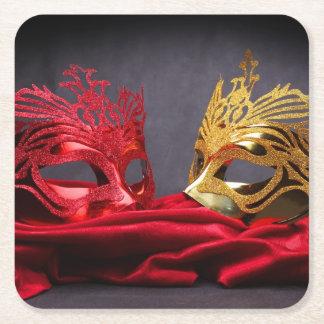 赤いビロードの飾られた仮面舞踏会のマスク スクエアペーパーコースター