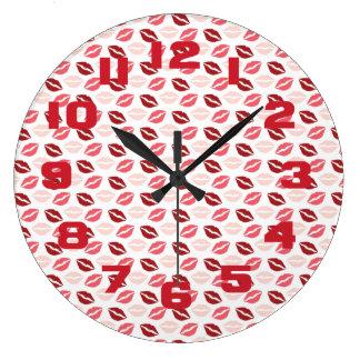 赤いピンクは私にキスの唇のバレンタインデーのギフト接吻します ラージ壁時計