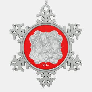 赤いフレームの写真 スノーフレークピューターオーナメント