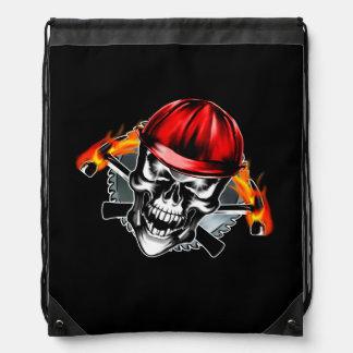 赤いヘルメットおよび燃えるようなハンマーが付いているスカル ナップサック