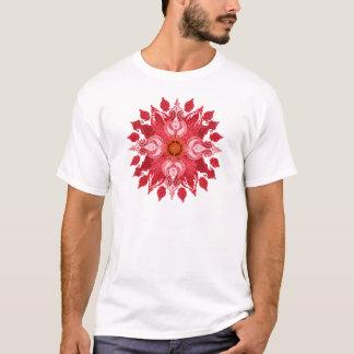 赤いペイズリーの太陽の曼荼羅 Tシャツ