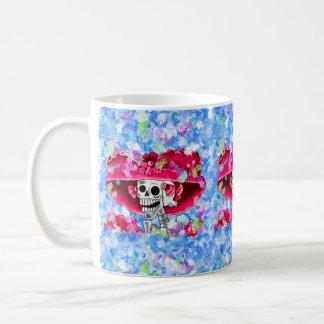 赤いボンネットの笑う骨組女性 コーヒーマグカップ