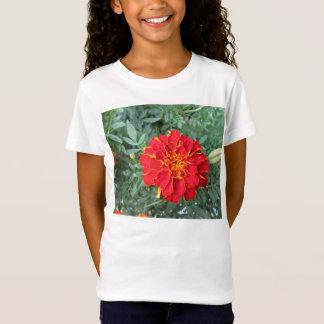 赤いマリーゴールドの花 Tシャツ