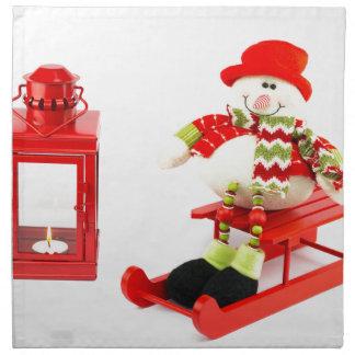 赤いランタンが付いているそりの雪だるま 布製ナプキン