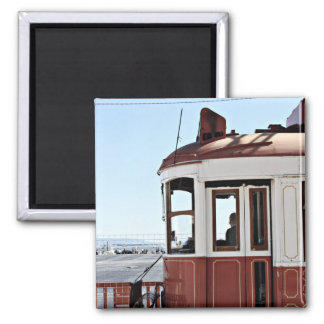 赤いリスボンの市街電車 マグネット