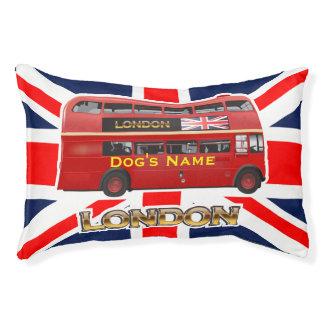 赤いロンドンの二重デッカーバス