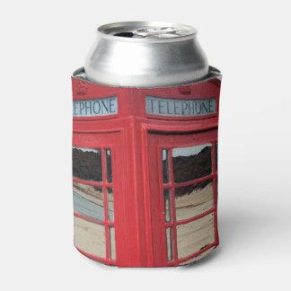赤いヴィンテージの電話ボックス、 缶クーラー