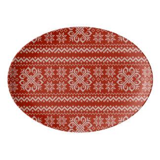 赤い休日の刺繍 磁器大皿