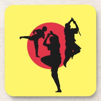 赤い円および黄色い背景との武道 コースター