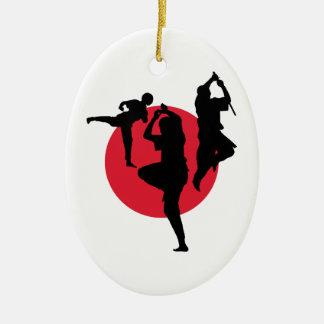 赤い円の武道の姿 セラミックオーナメント