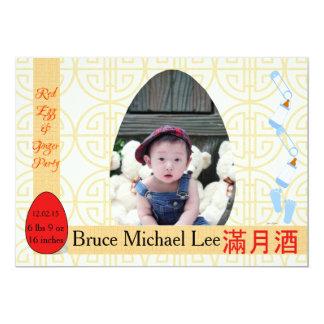 赤い卵およびショウガの1ヶ月の男の赤ちゃんのパーティ 12.7 X 17.8 インビテーションカード
