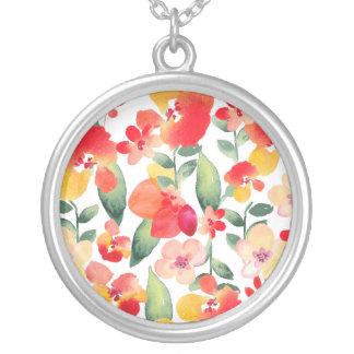赤い及びピンクの色彩の鮮やかな花柄 シルバープレートネックレス