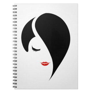 赤い口紅およびemoの毛の女性 ノートブック