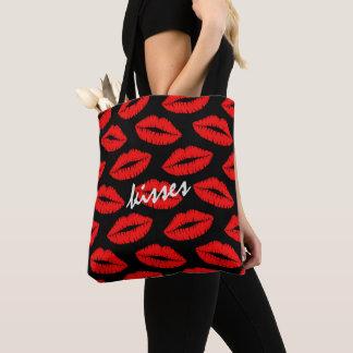赤い口紅は黒い名前入りのパターンに接吻します トートバッグ