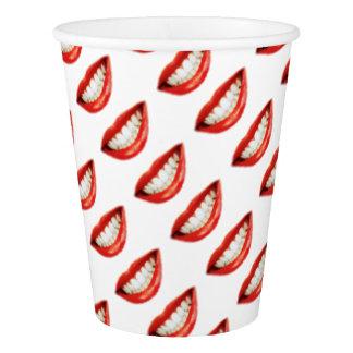 赤い唇 紙コップ