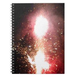 赤い噴水のフラッシュ ノートブック