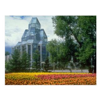 赤い国民の画廊、オタワ、カナダは開花します ポストカード