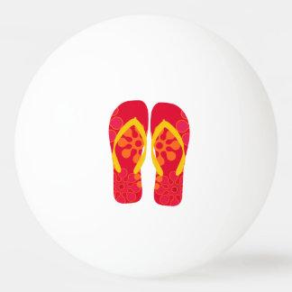 赤い夏のビーチのパーティのビーチサンダル 卓球ボール