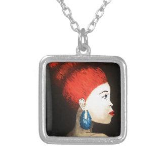 赤い女性のネックレス シルバープレートネックレス