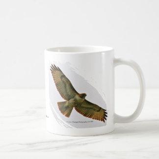 赤い尾タカのマグ コーヒーマグカップ