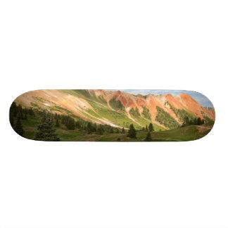 赤い山の反射 スケボーデッキ