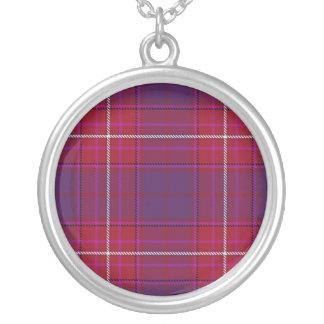 赤い帽子の紫色のアザミのネックレス シルバープレートネックレス