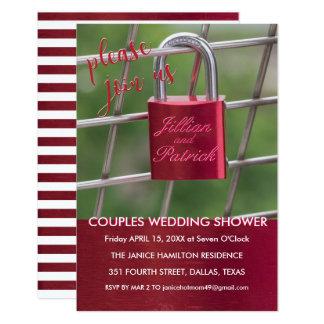 赤い恋人の南京錠のチェーン・リンクのカップルのシャワー カード