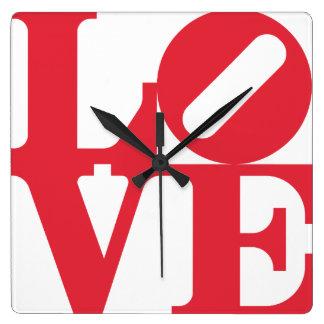 赤い愛グラフィックの単語。 同世代の人のポップ・アートのな印 スクエア壁時計
