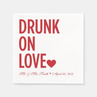 赤い愛結婚式のナプキンで飲まれる スタンダードカクテルナプキン