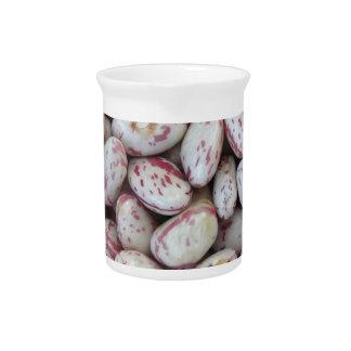 赤い斑点の質の背景と円形になる豆 ピッチャー