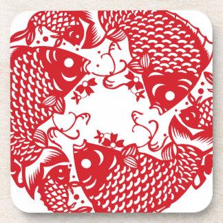 赤い旋回のコイのコイの魚のグループSのコースター コースター