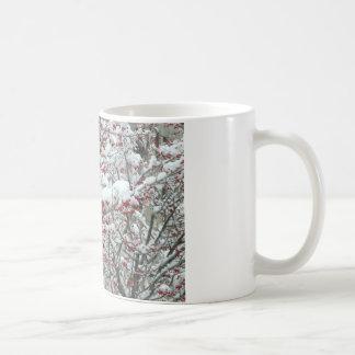 赤い果実および雪 コーヒーマグカップ