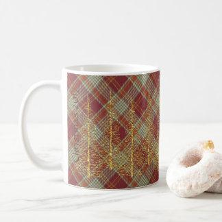 赤い格子縞の金ゴールドの木のクリスマスのマグ コーヒーマグカップ