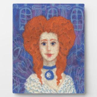 赤い毛、ショウガの女の子ロココ様式の繊維の芸術の青いオレンジ フォトプラーク