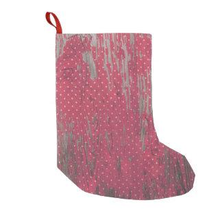 赤い水玉模様の木製の素朴なクリスマスのストッキングの装飾 スモールクリスマスストッキング